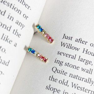 CRYSTAL COLORS BAR GOLD STUDS